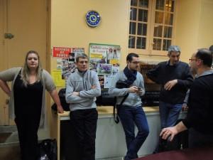 Les musiciens attendent que Vladimir aie rempli les gobelets!