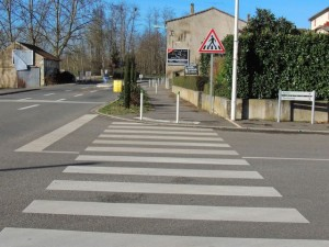 Rue à droite vers l'Eglise
