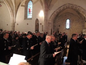 l'assistance des gendarmes dans l'église st Hilaire