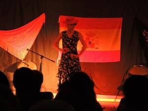 La danseuse interprète la musique