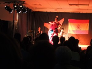 Elle va terminer cette danse très caractéristique flamenco