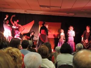 et avec les petites jeunes de l'école de flamenco