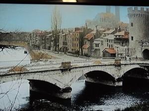 Une vue traditionnelle de Verdun, le pont sur la Meuse et les remparts