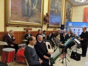 Une partie des musiciens qui se mettent en place suivant les indications de Jean-Claude notre Chef