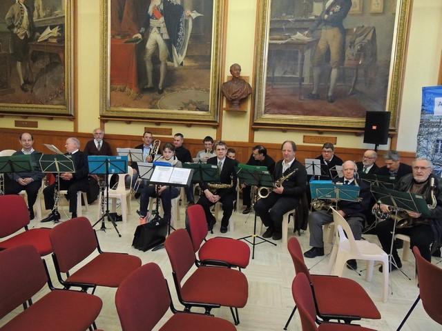 L'ensemble des musiciens de l'orchestre pratiquement en place