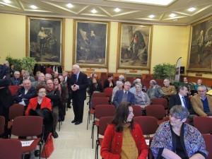 Le Président, robert de Flaujac  adresse un mot à chacun  avant que tout le monde n'arrive et qu'il ouvre la séance.