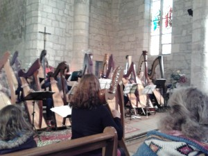 Aude dirige et joue aussi sa partition