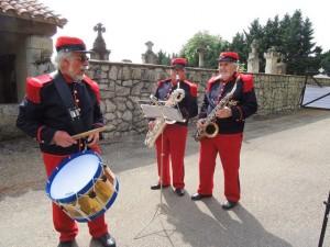 Jacques au tambour, Daniel au sax baryton et Alain au sax ténor