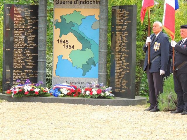 Le mémorial fleuri, à la mémoire des morts LOT ET GARONNAIS , avec leurs noms par année
