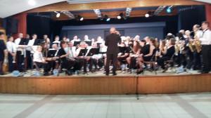 Les musiciens de La Lyre et de La Fleurantine  ensemble pour les deux morceaux au final de ce concert