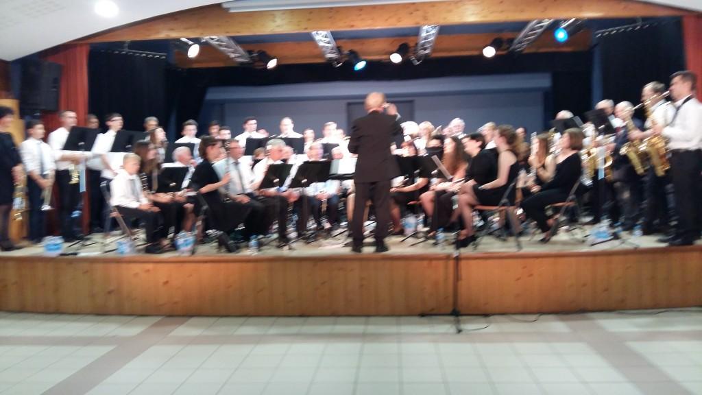 Les deux Harmonies sont réunies pour jouer les 2 morceaux en final;le 1er dirigé par Jean-claude Fondriest, le second par Vincent Blesz