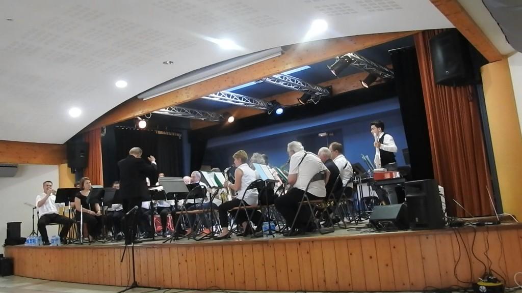 Les musiciens de La Lyre sous la direction de Jean-Claude Fondriest pendant l'un des trois morceaux de l'ouverture du programme de ce concert