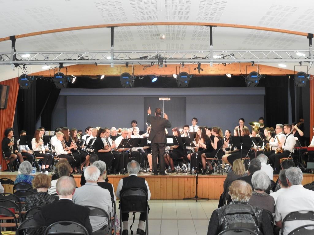"""Les musiciens de l'Harmonie """"La Fleurantine"""" superbement dirigé sous la baguette de leur Chef"""