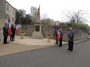 Le monument aux Morts de la commune de Sainte Colombe en Bruilhois