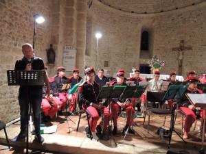 Les musiciens attentifs pendant la présentation de cette soirée par Pascal Bernède