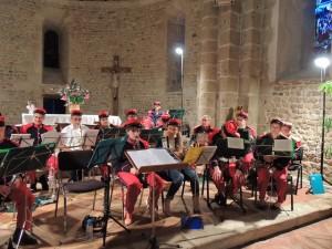 L'orchestre en place, même les trombones et Jean-Baptiste à la batterie