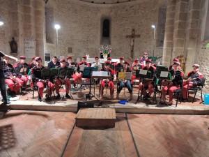 L'Orchestre de musiciens en tenue 14-18 dirigé par le Chef Jean-Claude Fondriest