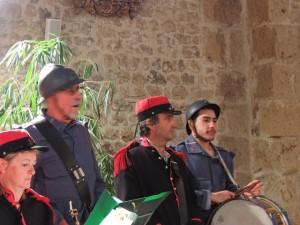 Les deux tambours Jacques et Vladimir à droite entoure Alain timbalier à l'orchestre