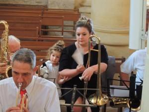 Thierry, Aurore au trombone et Eva qui serre sa maman