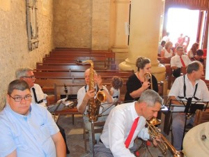 Les musiciens se sont bien installés et attendant les mariés en musique bien sûr
