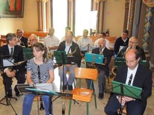Les clarinettes et les sax au second plan