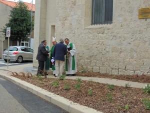 Le Colonel Debrun, Président National de l'Amicale remercie Monseigneur l'Evêque