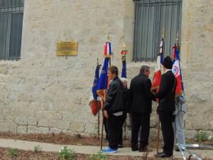 Le Président remercie aussi les porte-drapeaux ainsi que les musiciens et les personalités présentes
