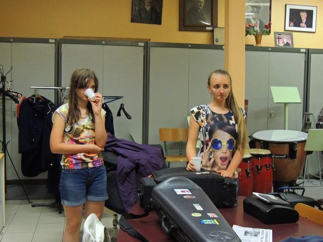 """Cécile et Jeanne  se sont changées après la répétition  peut être pour aller voir les """"Soldes"""" en Nocturne!"""