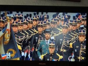 Les élèves officiers défilent