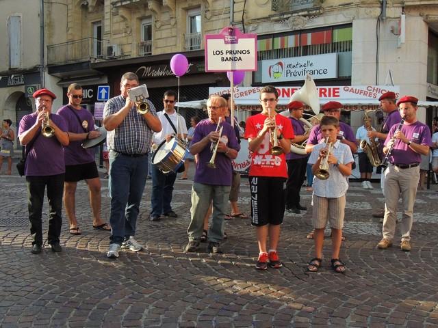 Place des Laitiers les musiciens jouent de bon cœur