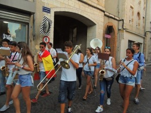 La banda de Consuegra défile rue Montesquieu