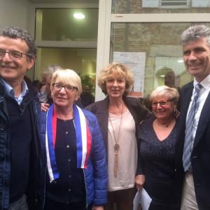 Les personnalités présentes posent pour cet événement Pierre Chollet à droite de Martine Cazals, Marie-Claude Lachemet et Jean Dionis, le Maire,