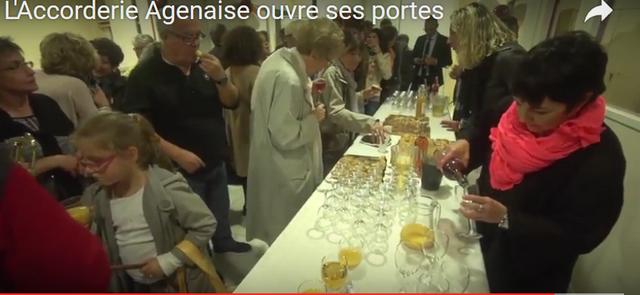 """Le buffet dressé dans la salle de """"L'Accorderie Agenaise"""" pour les gens intéressés lors de cette inauguration"""