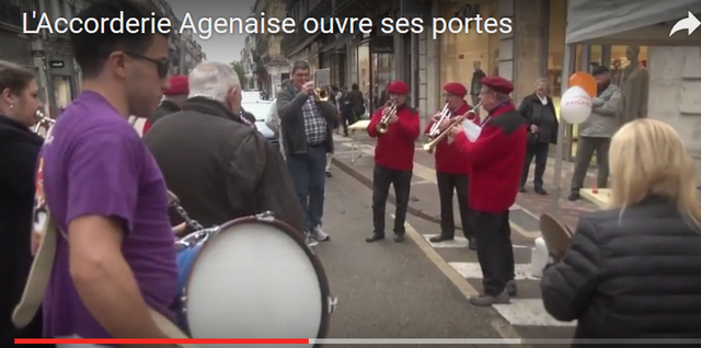Les musiciens animent le quartier