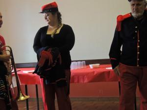 Pendant la conférence et le diaporama les musiciens et Aurore attendaient la sortie des spectateurs et l'apéritif pour jouer un air ou deux!