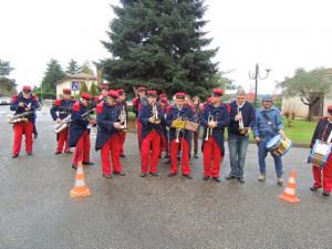 Les musiciens se mettent en place pour assurer la partie musicale de cette cérémonie