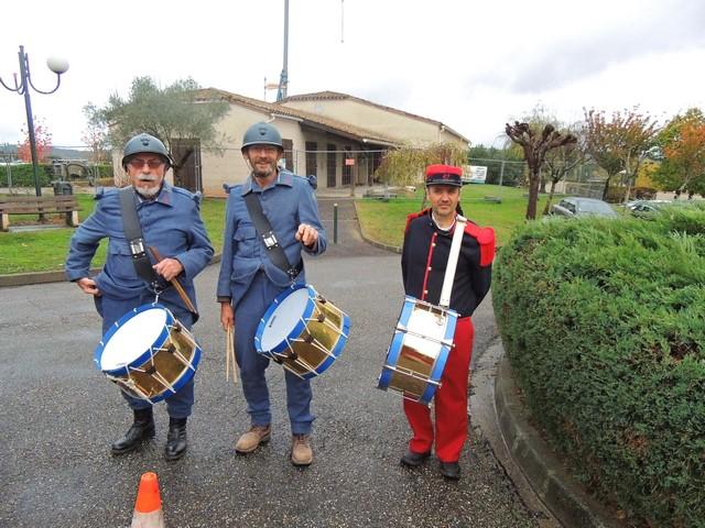 Les sonneries sont ponctuées par les tambours et caisse-claire de Jacques,Jean-Baptiste et Alain