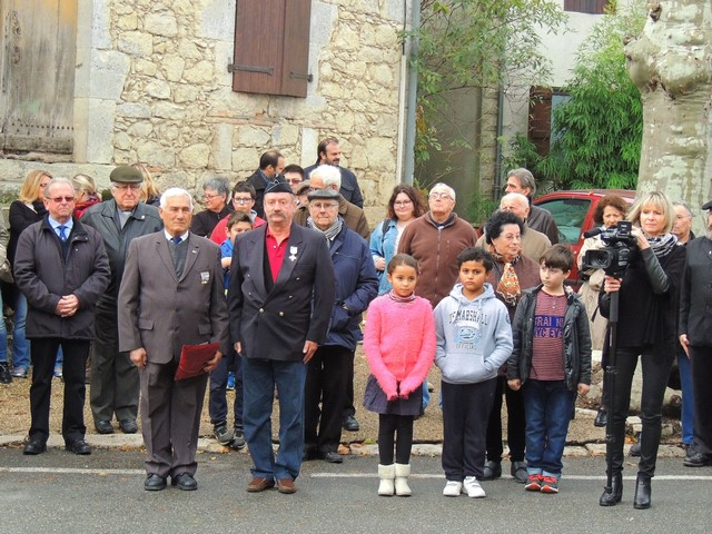 Claude Daubinfeld décoré par le président local des anciens combattants et les membres de sa famille