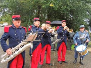 """Les trompettes pendant une sonnerie """"ouvrez le banc"""""""