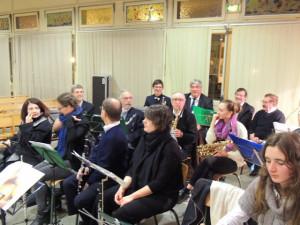 Véronique est là bien que... Jean-Luc discute et au fond Rémy Laporte à la trompette ,de retour au pays, est là aussi, devant lui Jacques au sax Alto tient sa place, l'ancien!