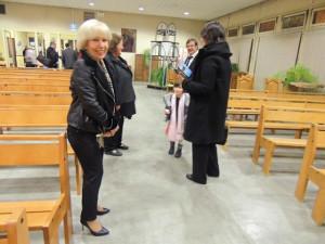 Tout le monde est sorti : Jocelyne attend Jean-Claude et devant la famille Vardon s'en va aussi