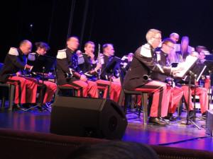 Les 1ères et 2èmes Clarinettes à droite de l'orchestre