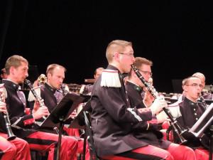 Les clarinettes s'accordent sur le hautbois