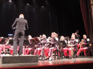 La hautboïste au cor anglais et derrière le sax alto au sax soprano