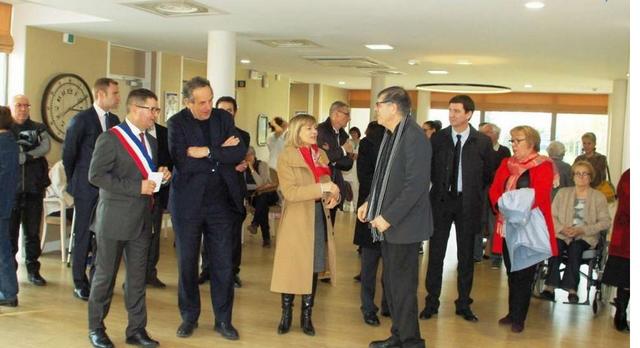 Les autorités visitent l'établissement