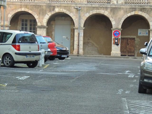 La porte d'entrée de la Salle de répétions sous les arcades, derrière le Stadium
