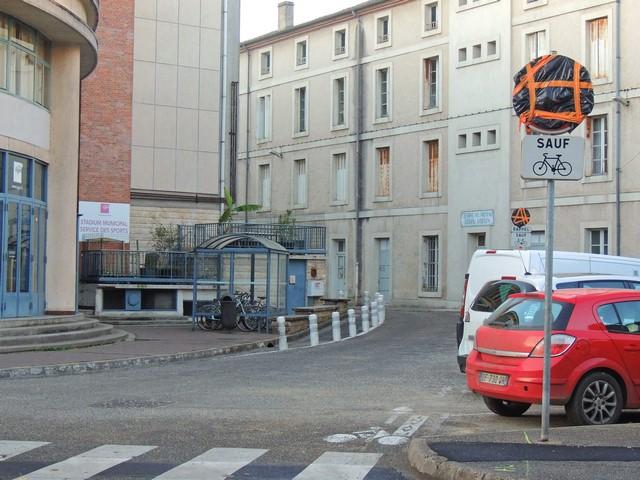 """La rue Paul Pons dont le panneau """" sens interdit """" est neutralisé"""