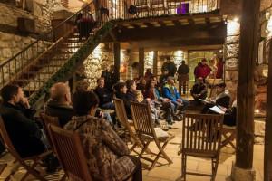 Salle du château  où se tiennent Expo peintures et aussi écouter un conte au coin du feu
