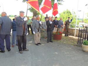 Les porte-drapeaux des communes environnantes sont en place