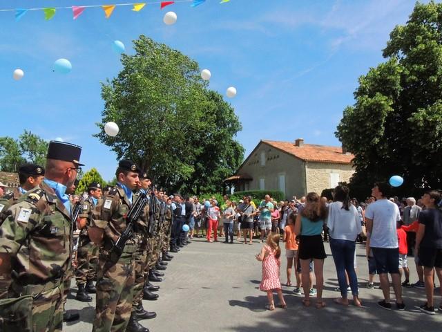 Une vue des participants à cette cérémonie clôturée par le lâcher de ballons bleu
